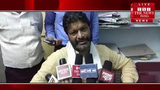 [ Jhansi ] झाँसी में उपनिरीक्षक ने  फोटोग्राफर पर बरसाई लाठी  / THE NEWS INDIA