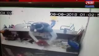 Una : Thief goes away  after theft in anagadiya firm