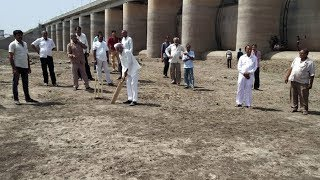 Farmers demands water and protests against govt by playing cricket in morbi