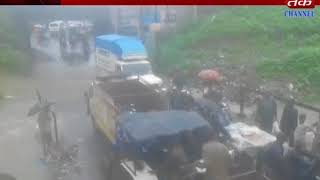 Valsad : Tempo trapped traffic jam in Girnar due to rain water