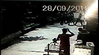 बुजुर्ग की मदद का बदला, बुजुर्ग के बेटे ने उसी के घर पर किया हमला, देखें वीडियों