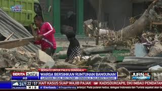 Warga Donggala Bersihkan Puing-puing Bangunan Dibantu TNI