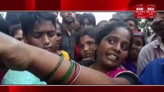[ Mau ] सङक हादसे में घायल छात्रा के मौत  के बाद  हुआ चक्काजाम / THE NEWS INDIA