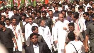 """Rahul Gandhi joins """"Vikas Khoj Yatra"""" in Bardoli, Gujarat on 8 February, 2014"""