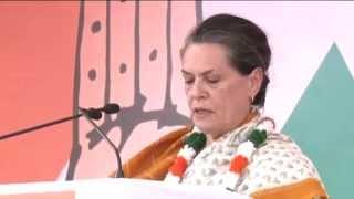 Sonia Gandhi Addressing a Public Rally at Mandsaur, Madhya Pradesh on April 18, 2014