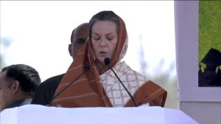 Smt. Sonia Gandhi Addresses Public Rally at Valsad, Gujarat, 24 April 2014