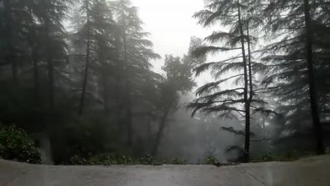 Upar WALA pani ka nal khula rakh ke bhool gaya hai shayad.. (pouring rain since last 24 hours now)