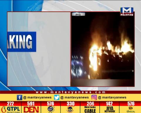 Rajkot: Fire occurred in a truck filled with grass on National Highway of Shapar | Mantavya News