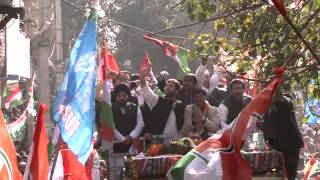 Massive crowd support at Rahul Gandhi road show in Sultanpur Road Show | 05 February, 2015