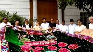 Ajmer Shareef Chaddar being offered over to a delegation by Congress President Smt. Sonia Gandhi