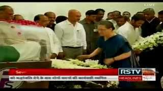 Congress President Smt. Sonia Gandhi and VP Rahul Gandhi pay homage to Dr. Abdul Kalam