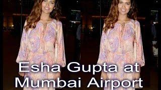Esha Gupta Returns From Goa Spotted at Mumbai Airport