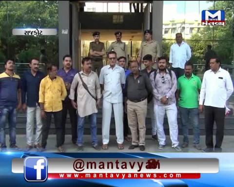 Rajkot: Vishva Hindu Parishad & Bajrang Dal opposed the attacks on Hindus | Mantavya News