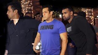 Salman Khans Macho Entry With Bodyguards At Shilpa Shetty's DIWALI PARTY 2018