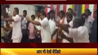 मंत्री ने मंदिर में किया 'लुंगी डांस'