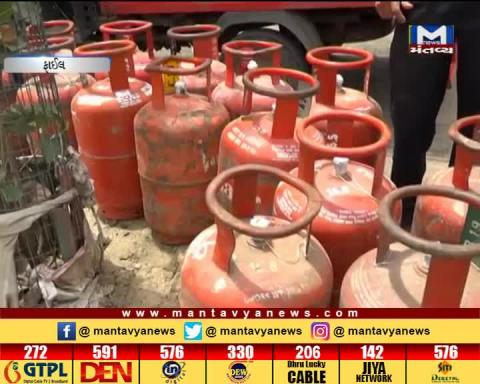 New Delhi: LPG cylinder prices hiked by Rs 2 | Mantavya News