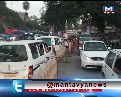 Traffic Jam in Ambaji due to crowd of devotees | Mantavya News