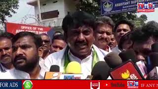 YSRCP LEADERS PROTEST IN AIRPORT OVER JAGAN ATTACK AT VISAKHA
