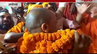 CM योगी ने स्वामी पुर्शोतमचार्य का लिया आशीर्वाद
