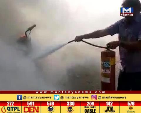 Surat: A man has burned the bike on a minor dispute | Mantavya News