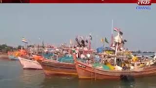 Okha : Two fishing boats and 1 cavalcade of sailors