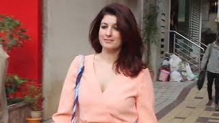 Twinkle Khanna SPOTTED With Mystery Friend At Bandra