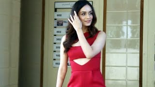 Gorgeous Manushi Chhillar Spotted At Andheri - Watch Video