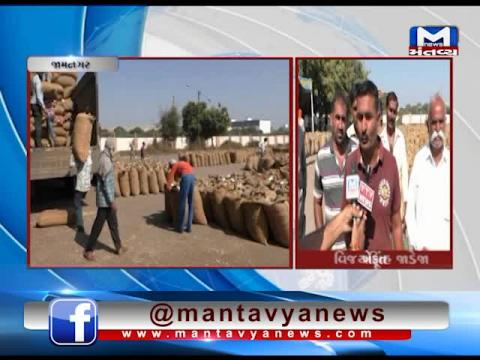 Jamnagar: Farmers are facing problems in selling Groundnut at MSP in Market Yard