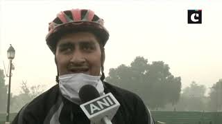 Thick layer of smog engulfs Delhi, air quality remains 'very poor'