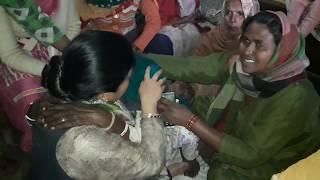 गीता भुक्क्ल के सीने से लिपटकर फूटफूट कर रोइ एक माँ