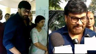 Mega Star Chiranjeevi casting vote with family | ఓటు హక్కుని వినియోగించుకున్న చిరంజీవి