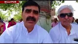 पूर्व विधायक बंबर ठाकुर ने तपती दोपहर में मोमबत्ती और लालटेन जला कर किया विरोध