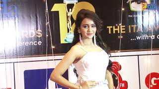 Ashi Singh Cinderlla Look At 18th ITA Awards 2018 video - id 3719939d7f39c0  - Veblr Mobile