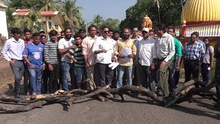 Fed up Of Bad Roads Residents Block Road In Mapusa