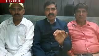 युवकों की हत्या को इंसाफ दिलाने के लिए पूर्व विधायक बंबर ठाकुर उपायुक्त परिसर में धरने पर बैठ