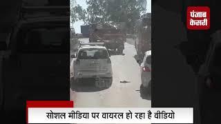 कालका- शिमला हाईवे पर नशे में धुत युवती ने उतारे कपड़े