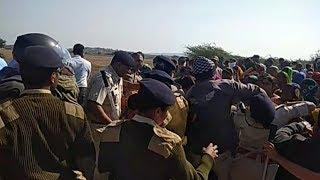 મહુવામાં માઈનિંગને અટકાવતા ખેડૂતોના વિરોધ દરમિયાન પોલીસ અને ખેડૂતો વચ્ચે ઘર્ષણ