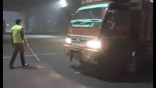 दिल्ली में ट्रकों पर बैन, ट्रक चालकों को हो रही है भारी परेशानी