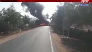 Kutchh-  In Dharadi village, a full-blown truck burns