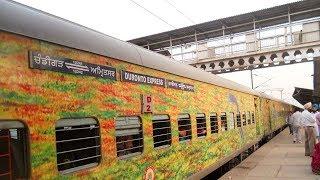 Dacoits loot passengers of Jammu-Delhi Duronto express at knifepoint