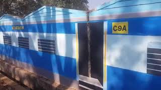 ट्रेन नहीं यह है स्कूल की दीवार, कोलकाता के कलाकारों की यह कलाकारी देखकर आप भी रह जायेंगे दंग