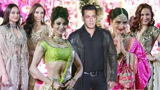 Star Studded Wedding Reception Of Karim Moranis Son | Salman Khan, Urvashi Rautela, Sonakshi, Rekha