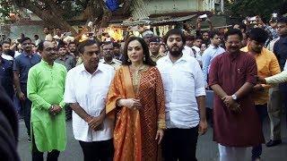 Ambani Family At Siddhivinayak Temple In Mumbai  | Akash Ambani Wedding Card