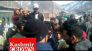 Protest of students at Helipad Tangdar Demanding immediate reopen road from karnah to kupwara