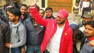 उत्तर प्रदेश में समाजवदी पार्टी के कार्यकर्ताओं के द्वारा भगवा जलाए जाने के विरोध में उतरे वीरू सिंह
