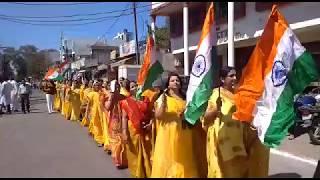 Khandwa News - देशभक्ति गीतों के साथ निकली नार्मदीय समाज की शोभायात्रा। बटुकों ने थामा तिरंगा
