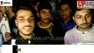अलीगढ़ के युवा छात्रों ने पाकिस्तान के विरुद्ध नारेबाज़ी करते हुए उसका पुतला फूंका