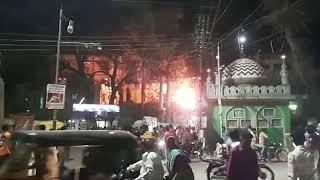 बुरहानपुर में पटाखे से इलेक्ट्रॉनिक्स दुकान में लगी आग   Fire in Burhanpur, from the firecracker