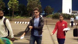 Hrithik Roshan Spotted At Mumbai Airport - Watch Video