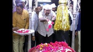 Dr Umesh Jadav Ne as a MLA Resignation Dene K Bad Darga Haz Khaja Bandanawaz Per Hazri Di